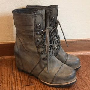 Wedge Boot! Sorel inspired size 8.5